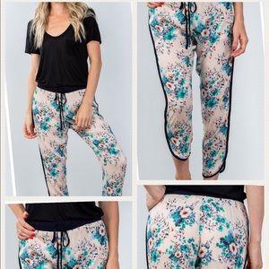 Pants - Crop beige floral pants.